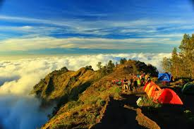trekking rinjani summit with group
